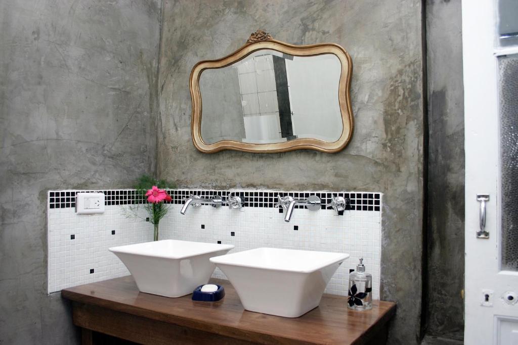 A bathroom at Elefante Rosa Hostel