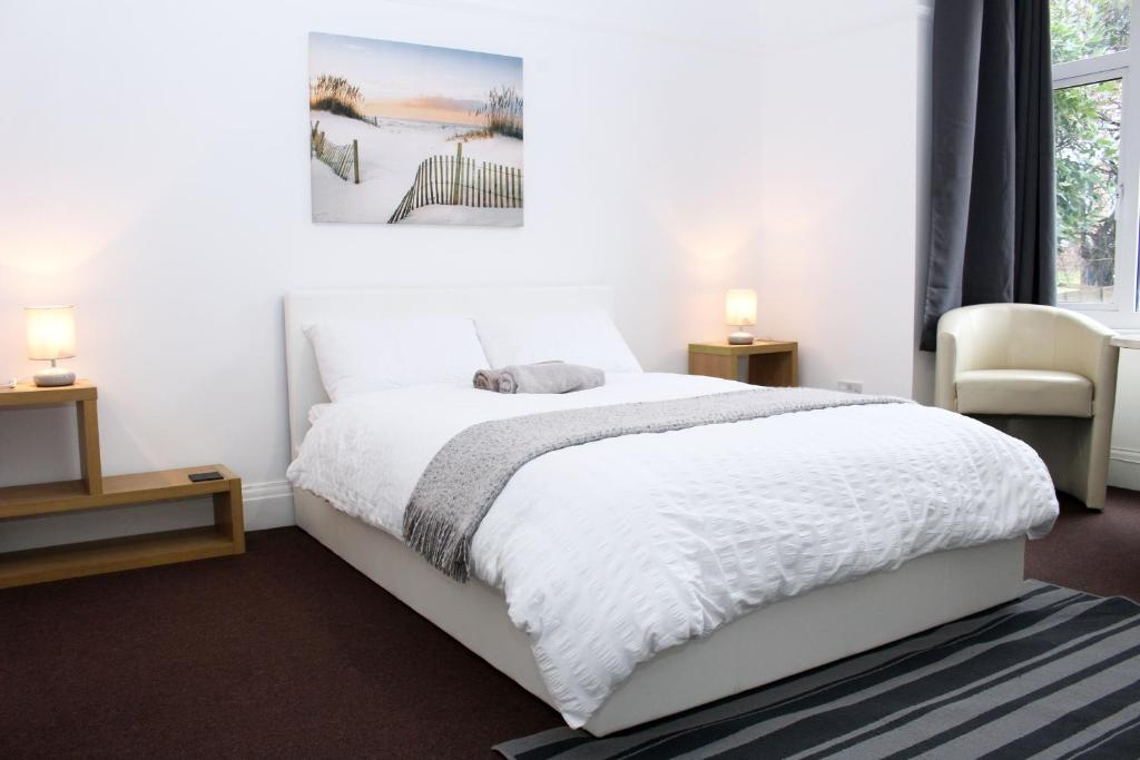 A bed or beds in a room at Bristol Stay in Style