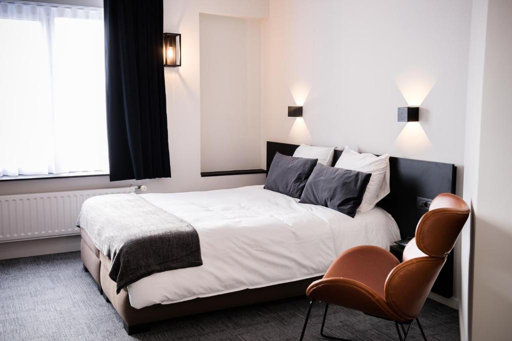 Ein Bett oder Betten in einem Zimmer der Unterkunft Hotel Carnac