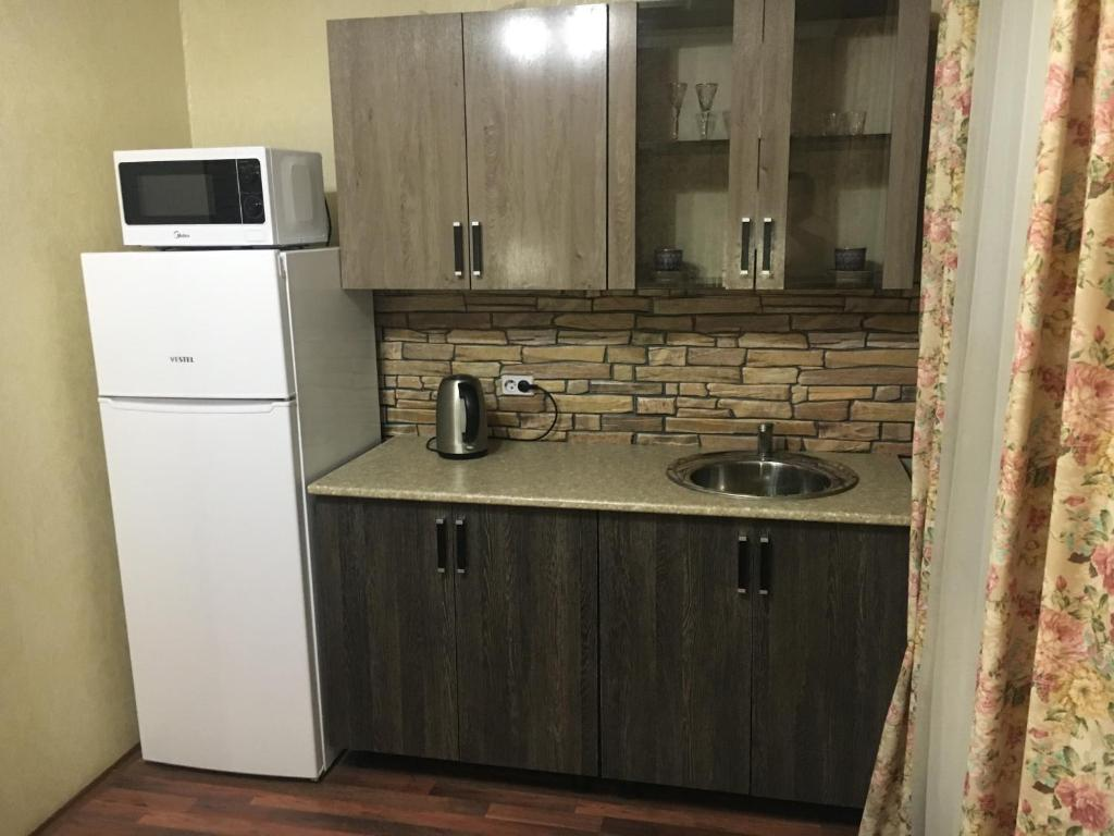 Кухня или мини-кухня в Apartment on Bystry 6