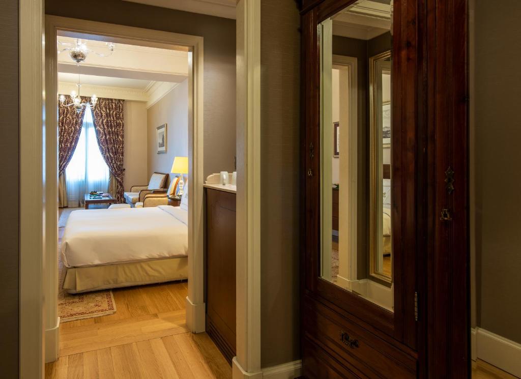 Кровать или кровати в номере Pera Palace Hotel