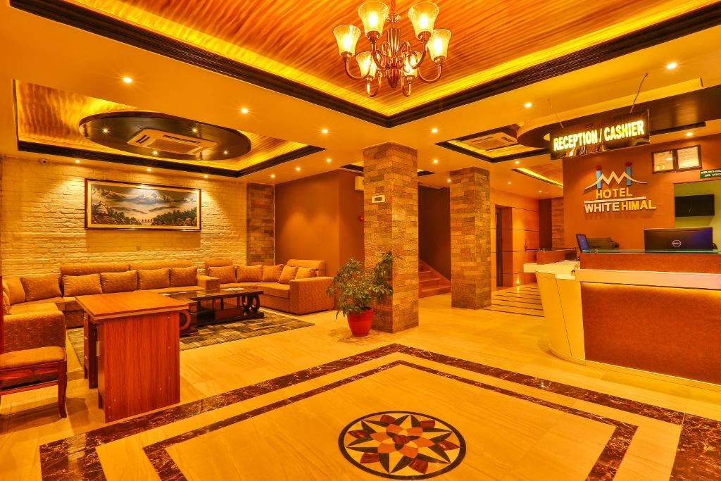 הלובי או אזור הקבלה ב-Hotel White Himal