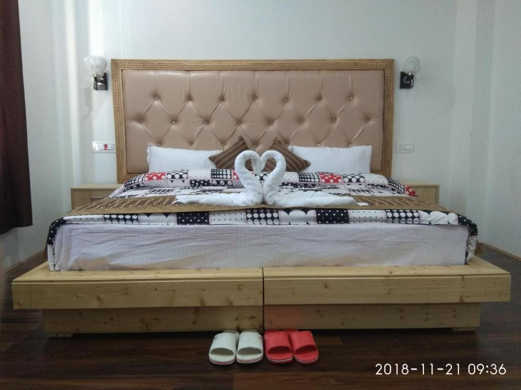 A bed or beds in a room at Otsal residency
