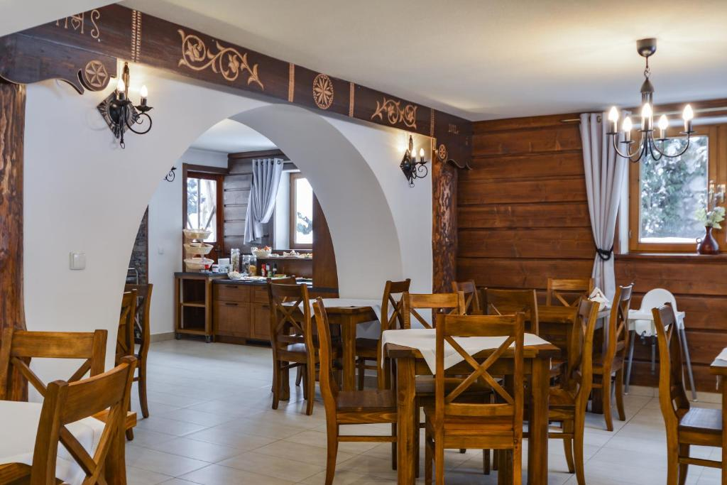 A restaurant or other place to eat at Chata u Bronka
