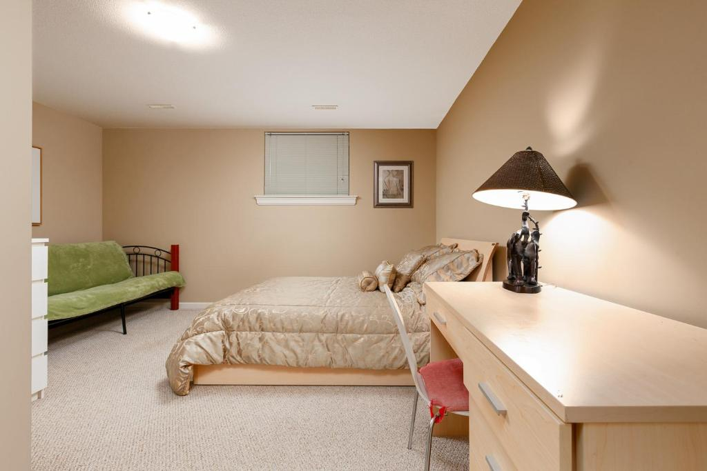 Stupendous Guesthouse Cozy 3Bdr In North Vancouver Canada Booking Com Pdpeps Interior Chair Design Pdpepsorg