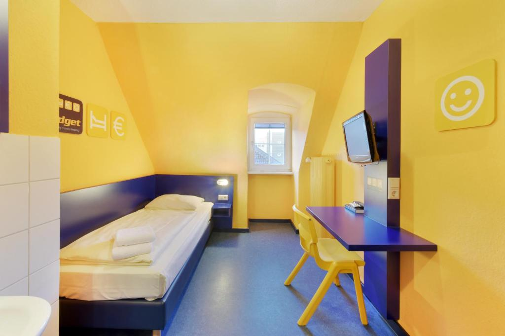 A bed or beds in a room at Bed'nBudget Expo-Hostel Rooms