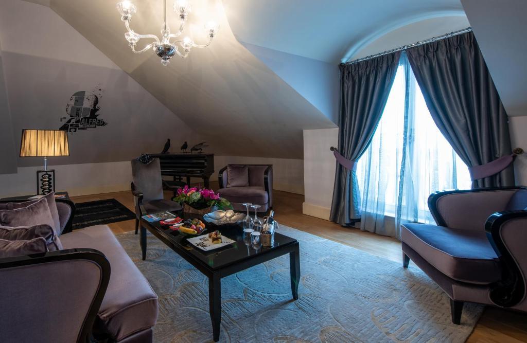 Гостиная зона в Pera Palace Hotel
