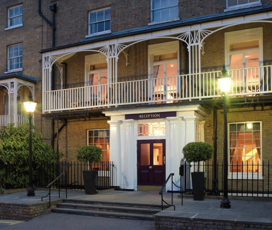 The Richmond Hill Hotel.