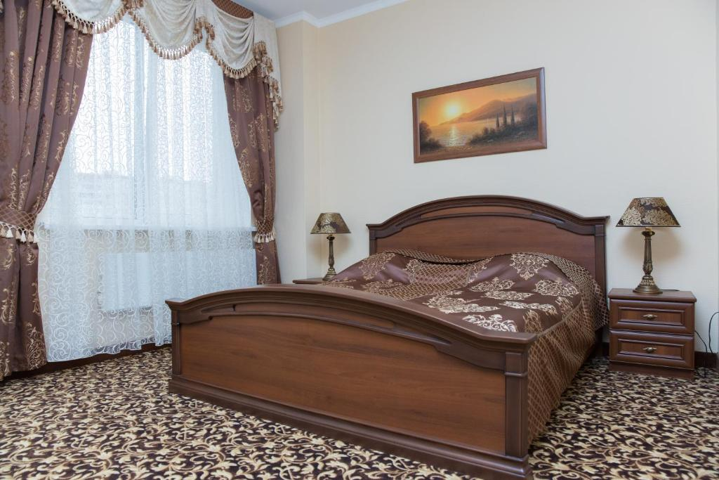 A bed or beds in a room at Lider Hotel