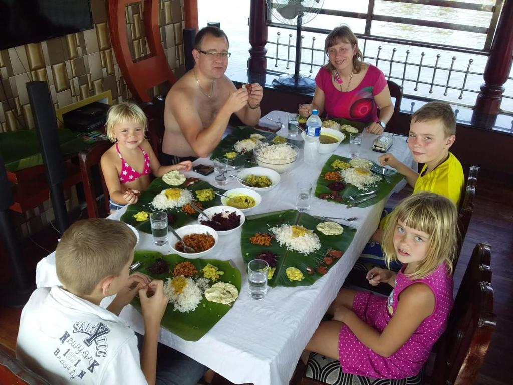 A family staying at Vaishnav Tours