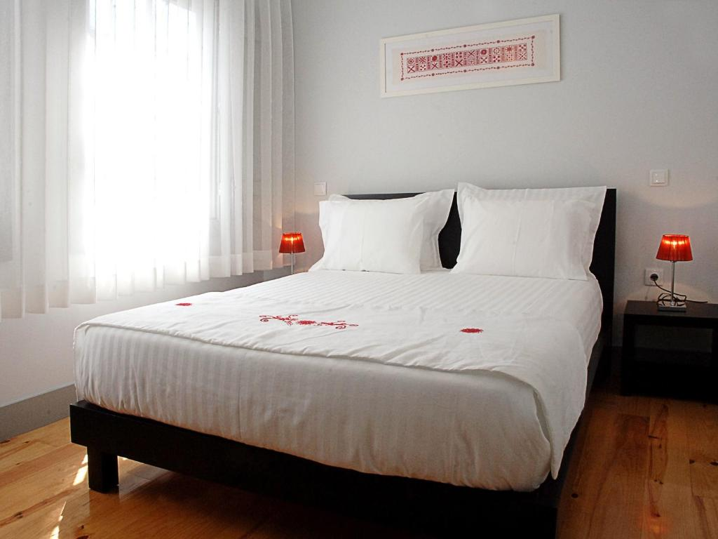A bed or beds in a room at Guest House Vimaranes