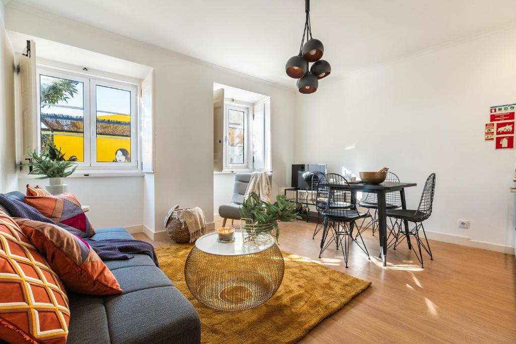 A seating area at Designer 2bed1bath, mins to famed Ramiro Restaurant