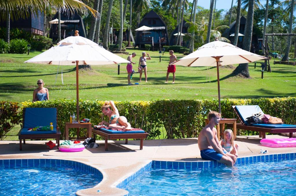 Бассейн в Koh Kood Beach Resort или поблизости