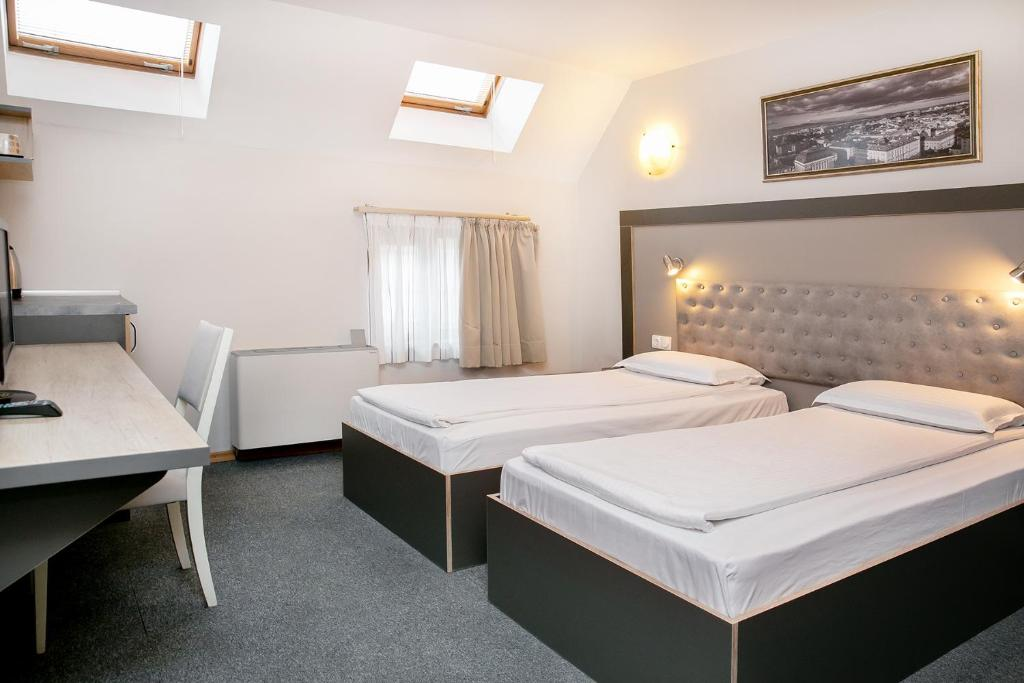 A bed or beds in a room at Hotel Niky
