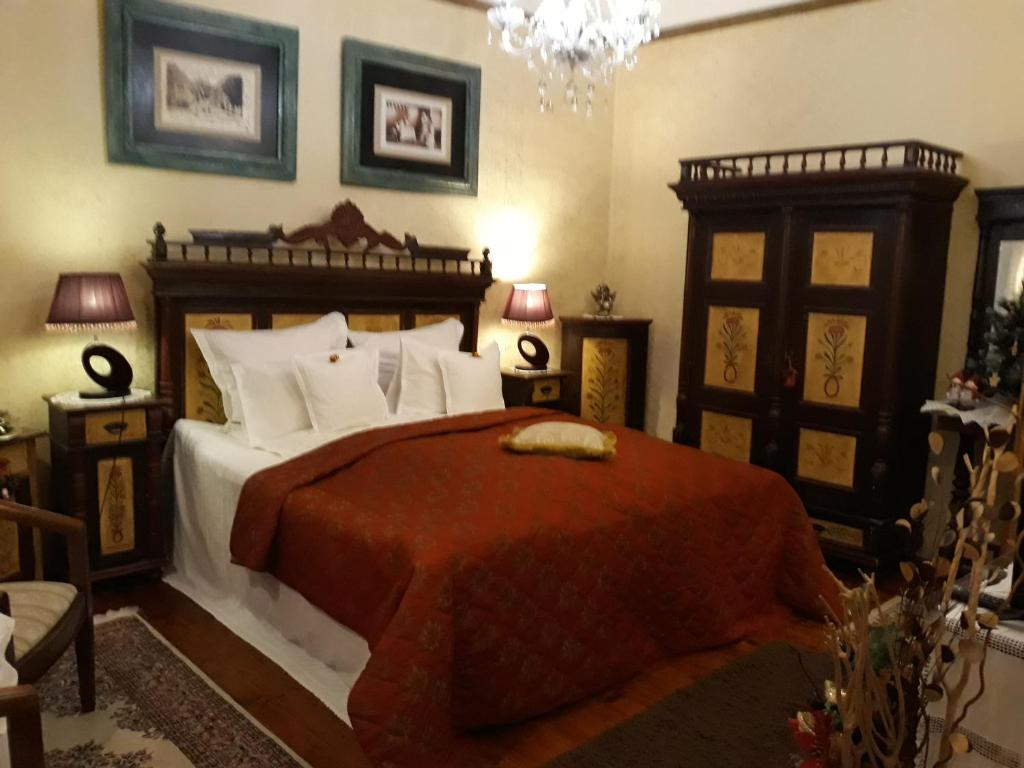 A bed or beds in a room at Casa Cositorarului Boutique Pension