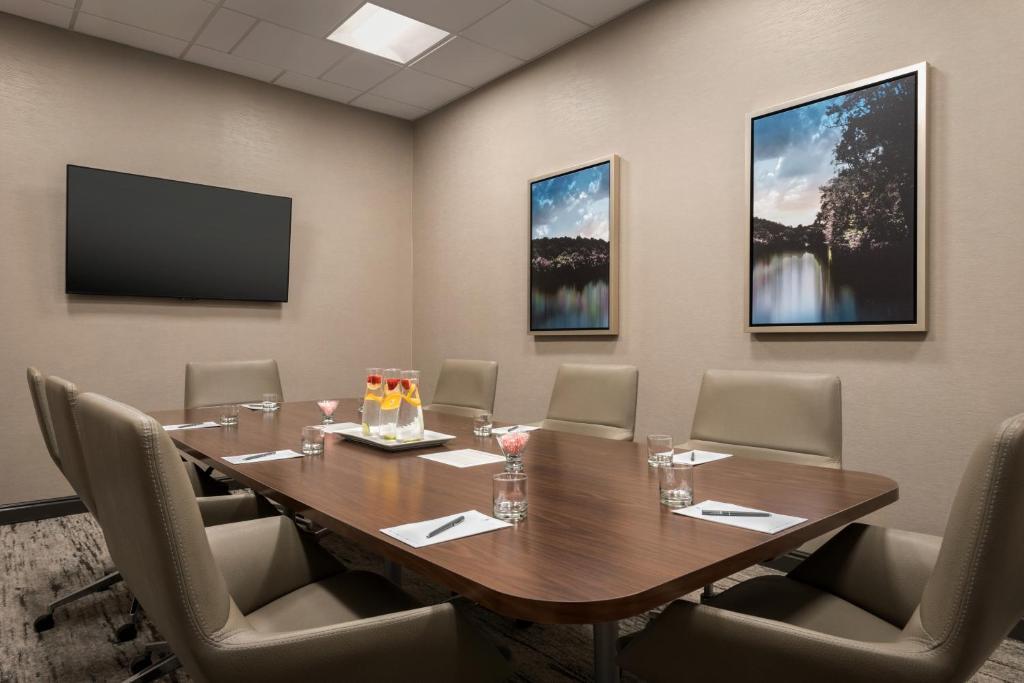 Hotel Emby Suites By Hilton Atlanta Alpharetta Ga