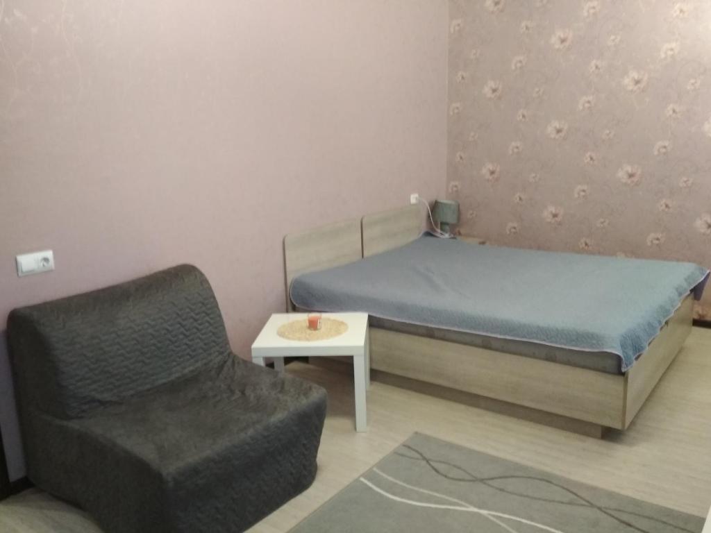 Кровать или кровати в номере Apartments on pr. Aleksandra Nevskogo 43