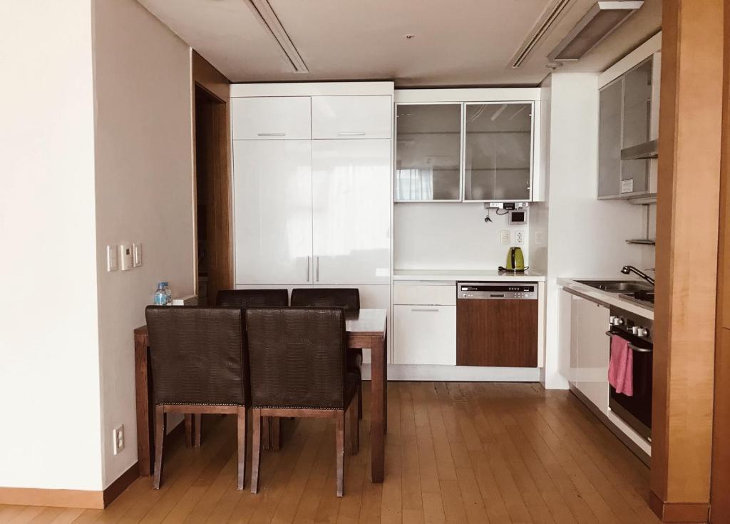 A kitchen or kitchenette at Vabien Suite 1 Serviced Residence