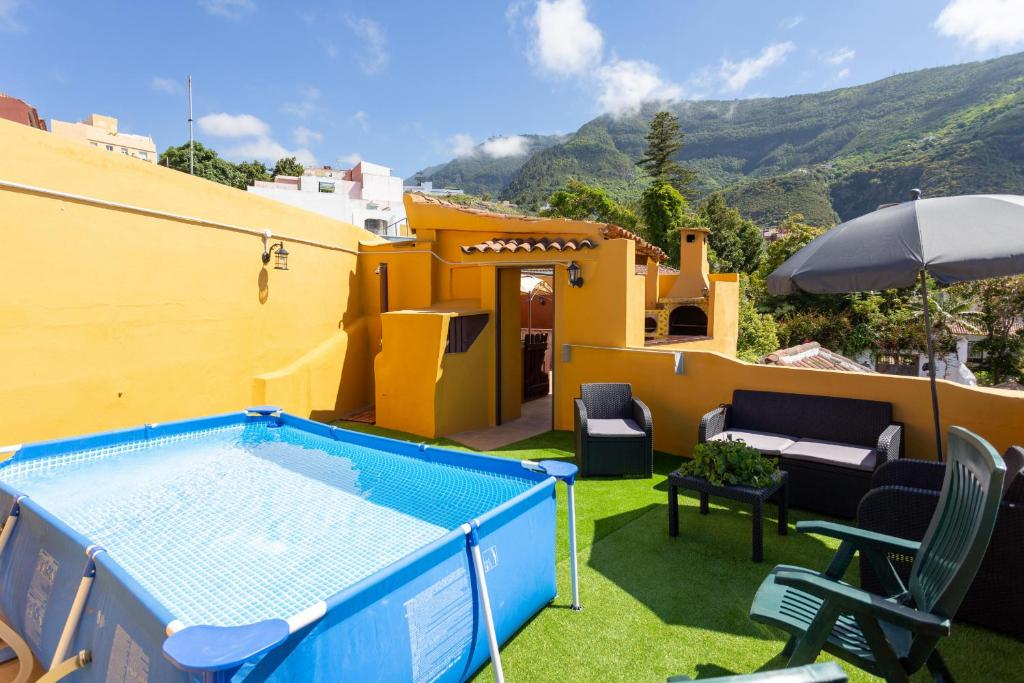 The swimming pool at or close to Canarian House with views and pool