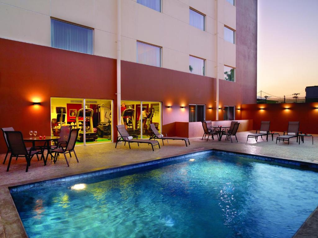 The swimming pool at or near Courtyard by Marriott San Jose Airport Alajuela
