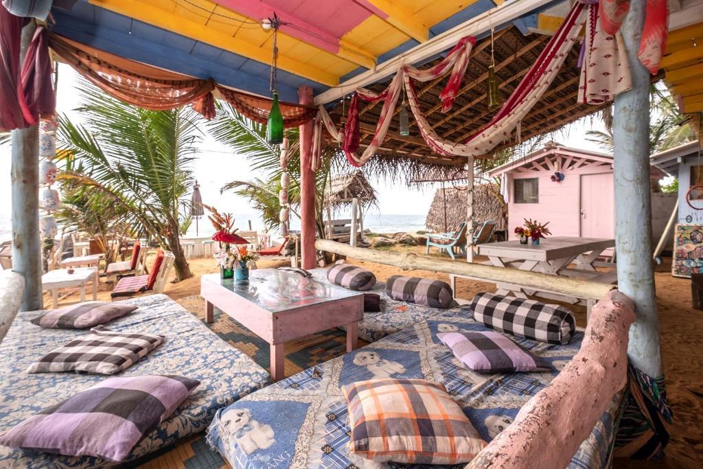 A seating area at Bara Beach Home