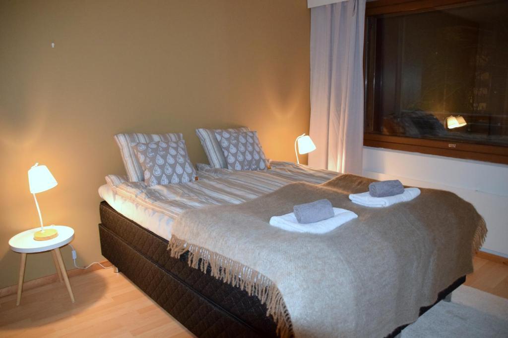 Een bed of bedden in een kamer bij City Lights Maakuntakatu