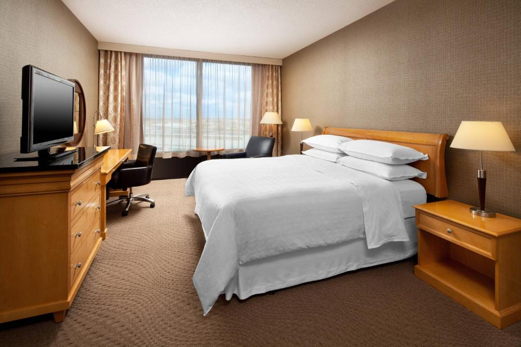 A room at the Sheraton Cleveland Airport Hotel.