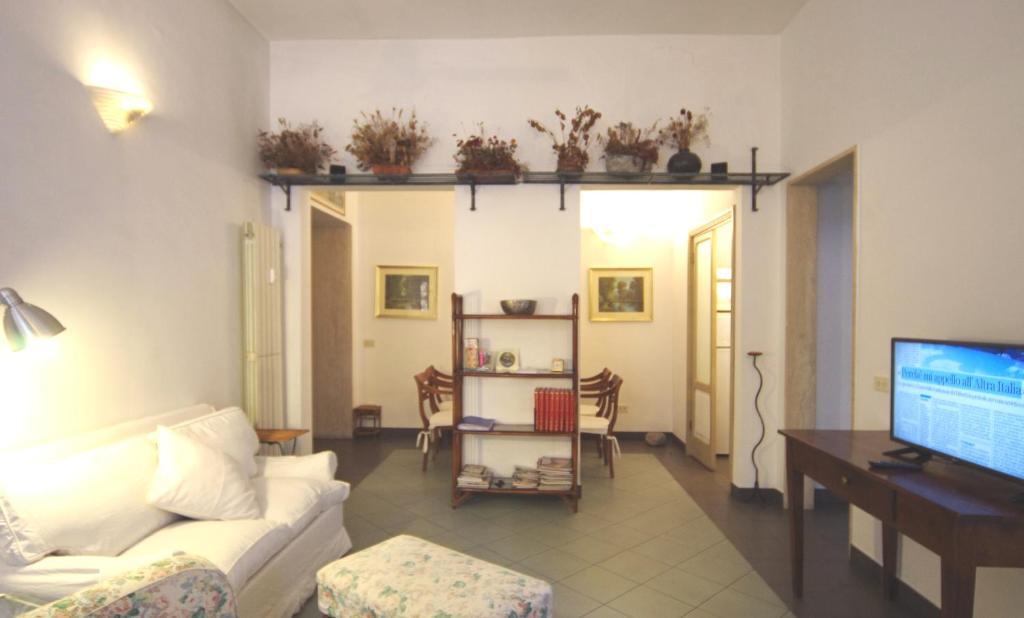 A television and/or entertainment center at SANPIETRINI Locazione Turistica