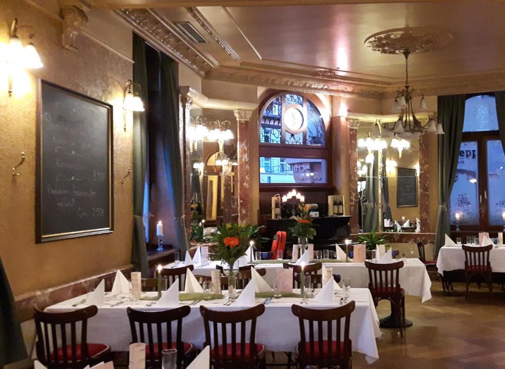 Un restaurante o sitio para comer en Hotel Schiller