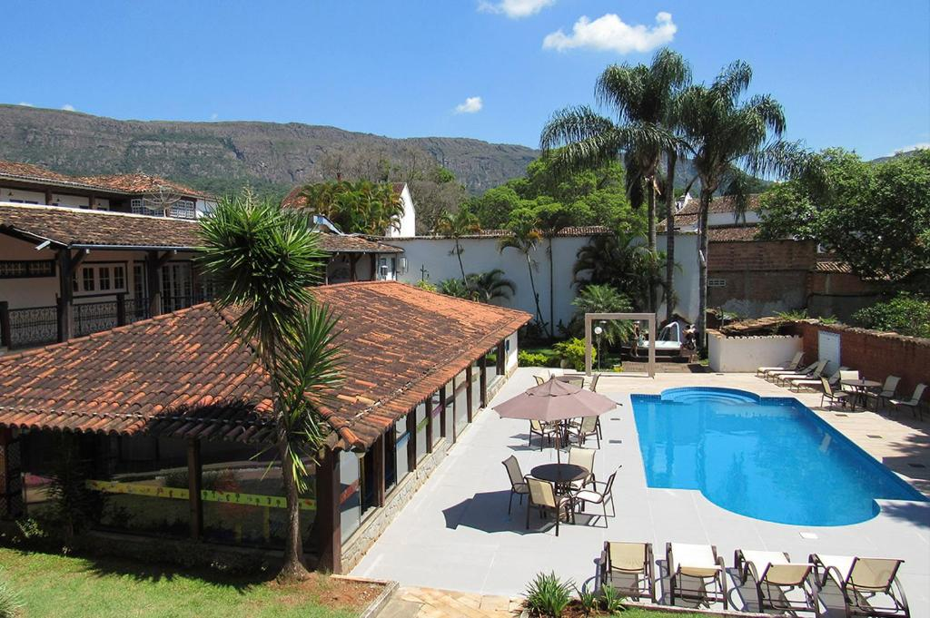 A view of the pool at Pousada Mãe D'Água or nearby