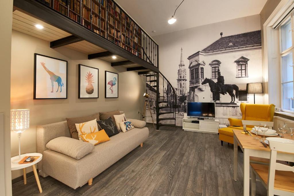 Posedenie v ubytovaní Design Flat in Central Castle District