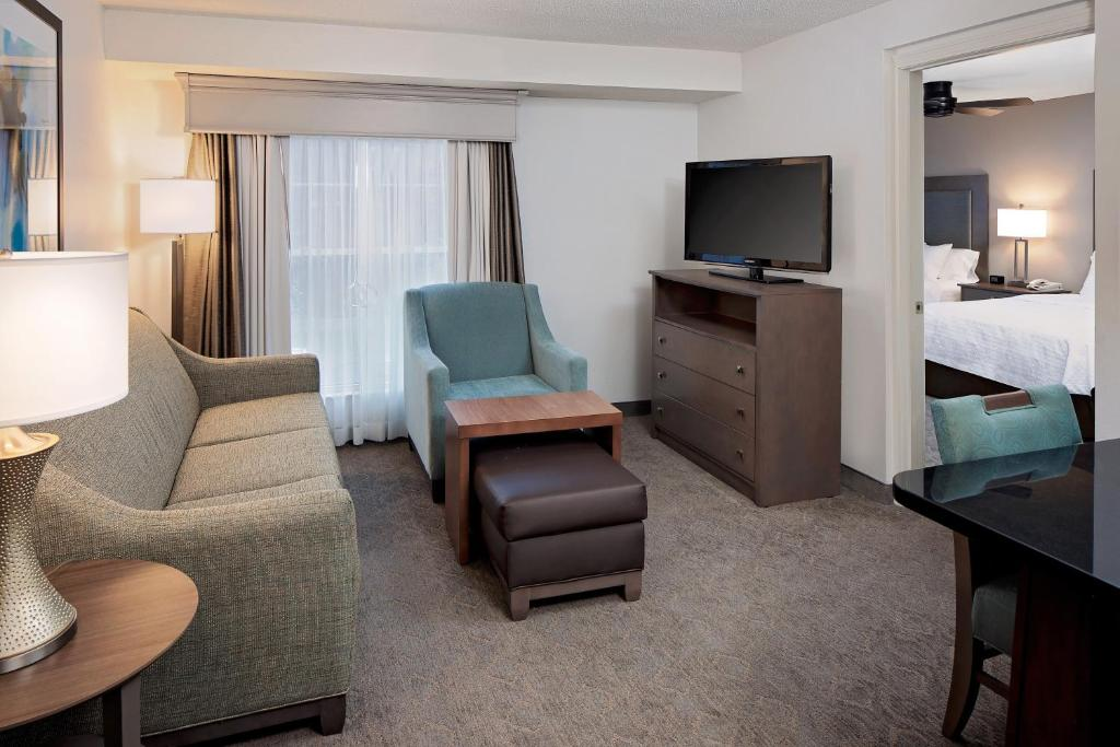 Hotel Suites by Hilton Billerica, MA - Booking.com