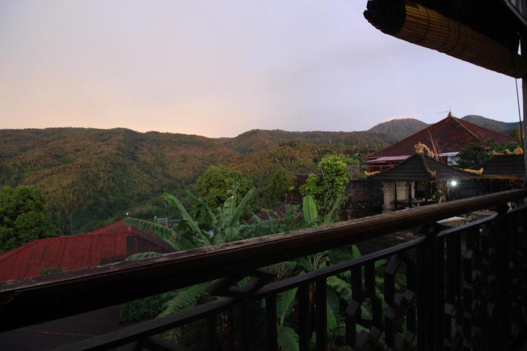 Ein Balkon oder eine Terrasse in der Unterkunft Dong Paloh Hostel