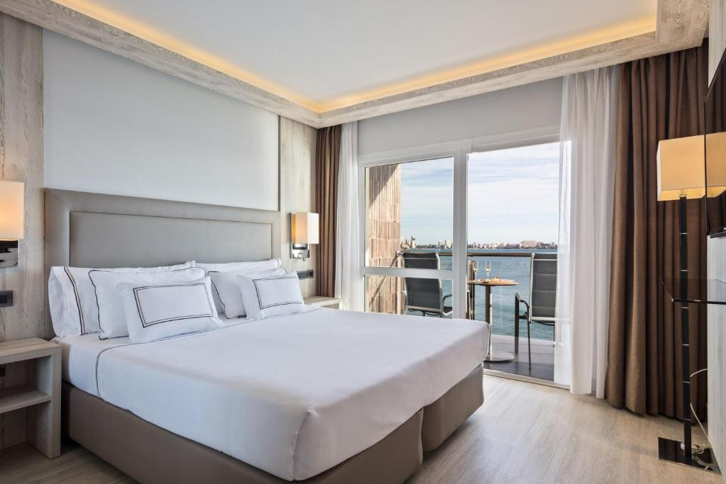 A bed or beds in a room at Melia Alicante