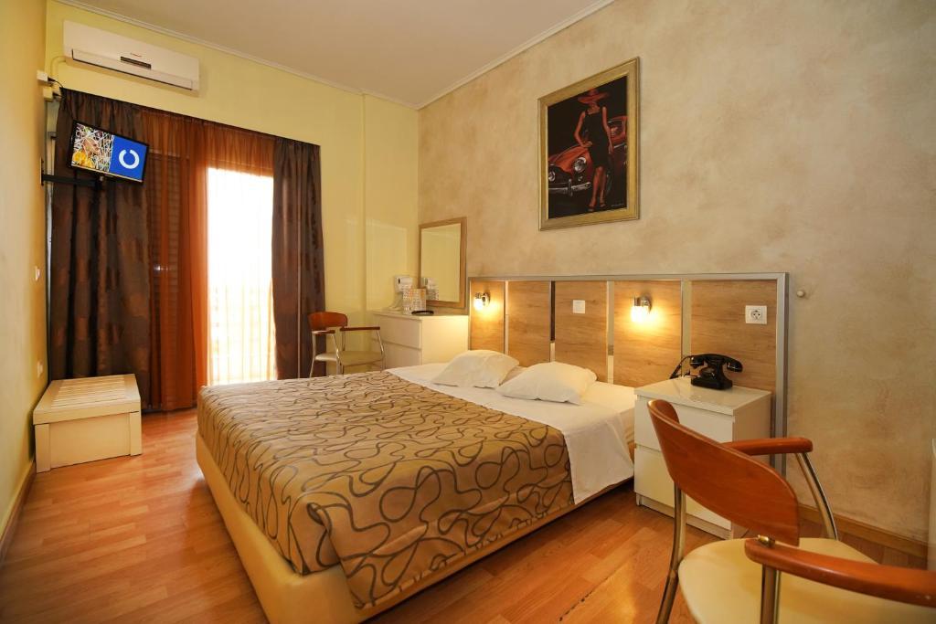 Ein Bett oder Betten in einem Zimmer der Unterkunft Socrates Hotel