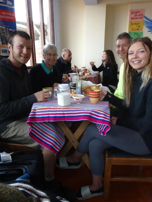 Clientes alojados en Black Sheep Hostel Cusco