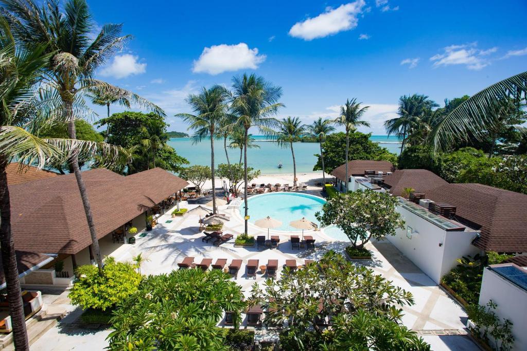 Výhľad na bazén v ubytovaní Iyara Beach Hotel and Plaza alebo v jeho blízkosti