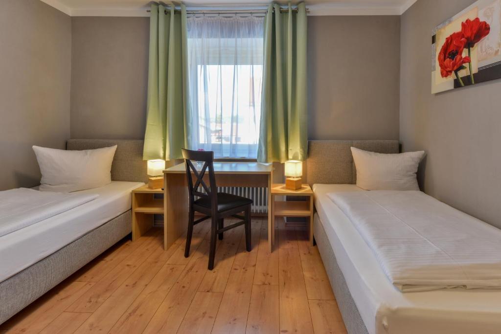 Ein Bett oder Betten in einem Zimmer der Unterkunft Hotel Gasthof Krone