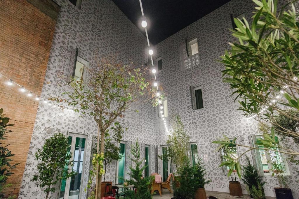 Фасад или вход в g.Vino Boutique Hotel