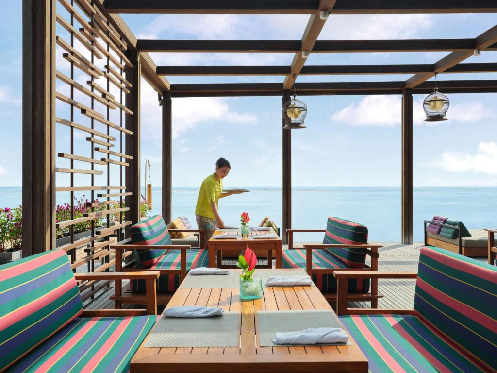 A restaurant or other place to eat at Griya Santrian a Beach Resort