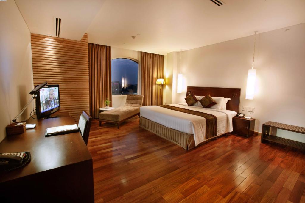 Suite Golden Nhìn Ra Thành Phố
