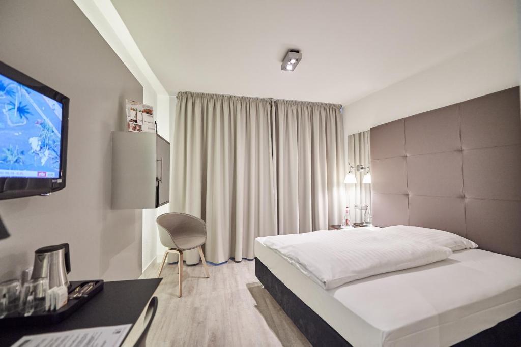 Televizorius ir (arba) pramogų centras apgyvendinimo įstaigoje Hotel Amadeus