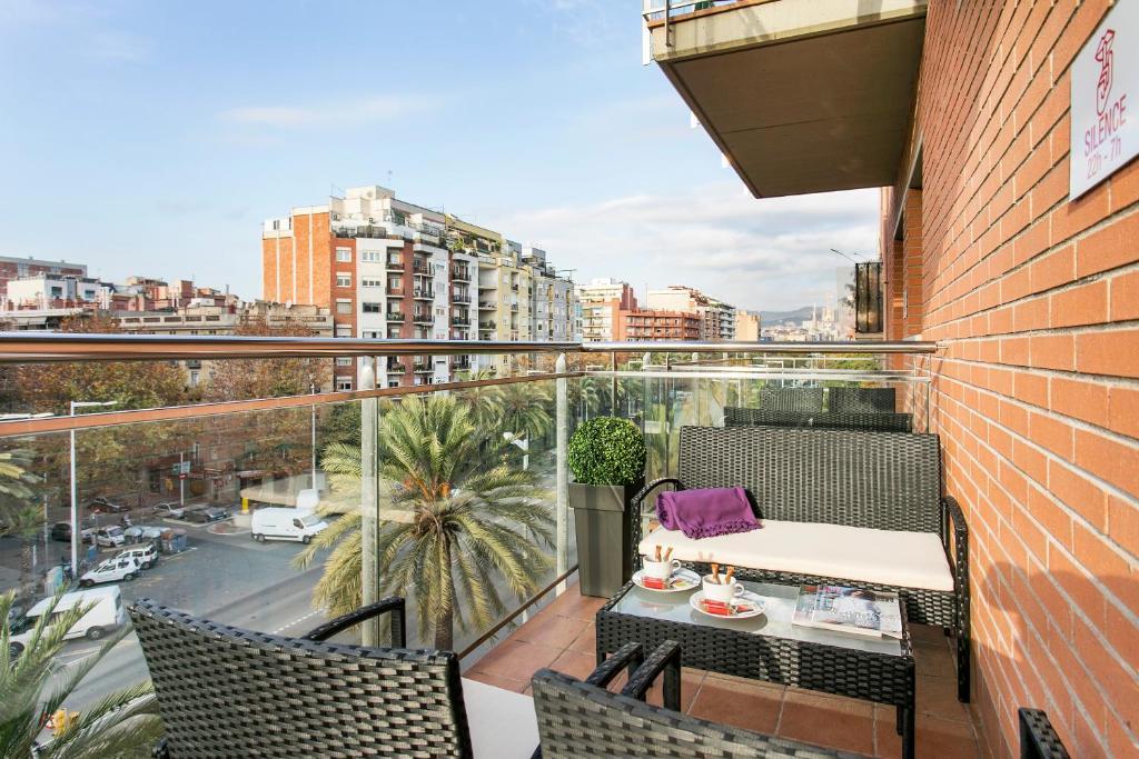 Ein Balkon oder eine Terrasse in der Unterkunft Apartments Sata Olimpic Village Area