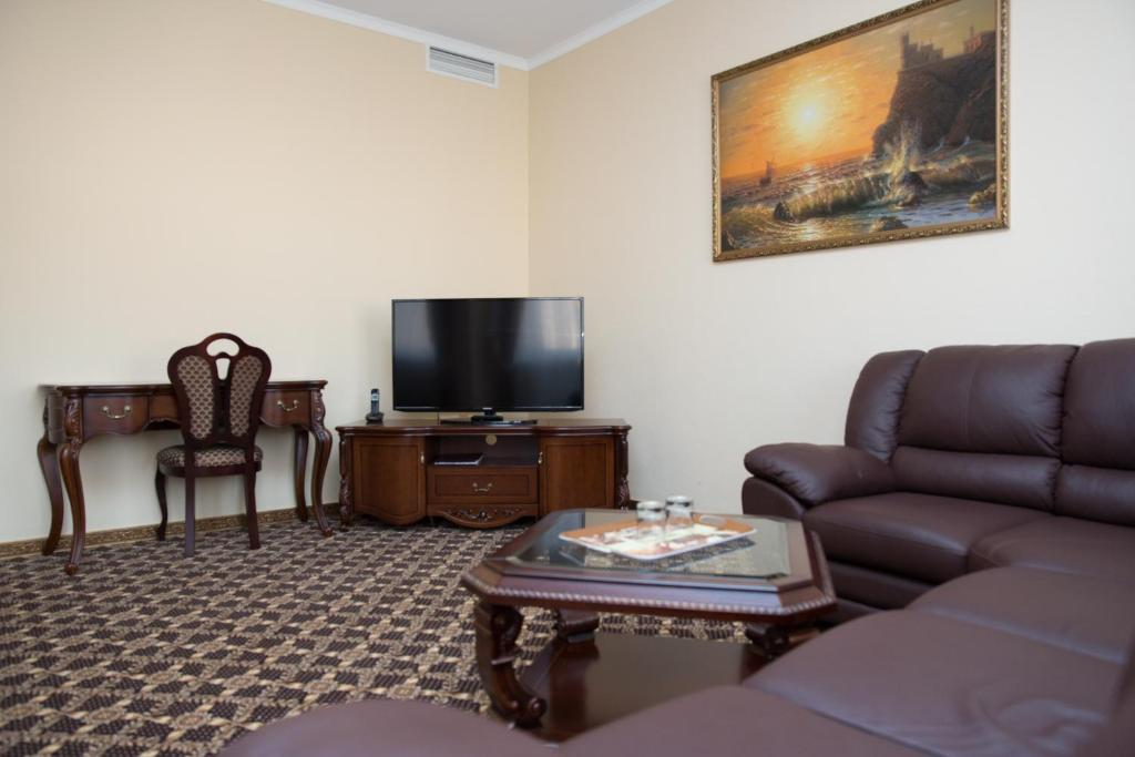 A television and/or entertainment center at Lider Hotel