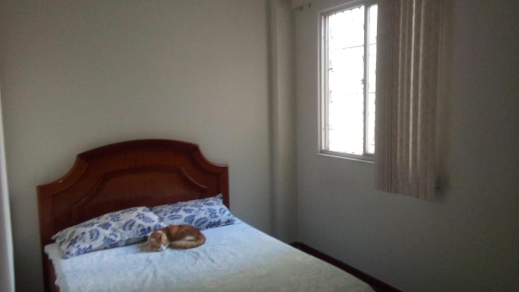 A bed or beds in a room at Quarto Familiar