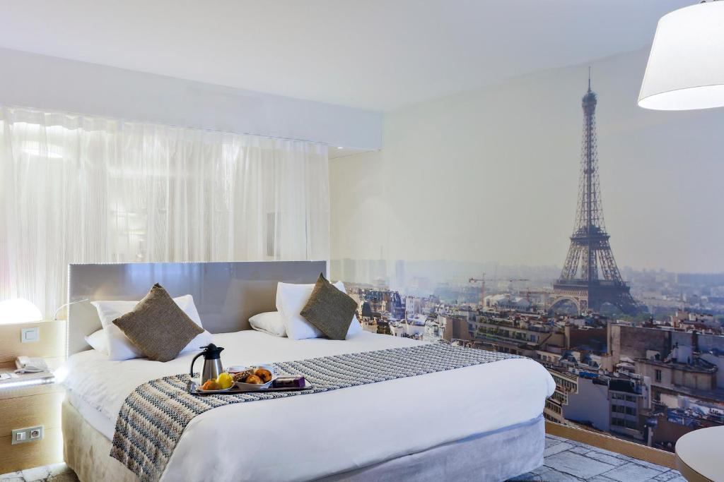 A bed or beds in a room at Mercure Paris Vaugirard Porte De Versailles
