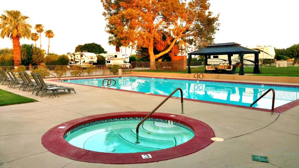 The swimming pool at or near Shadow Hills RV Resort