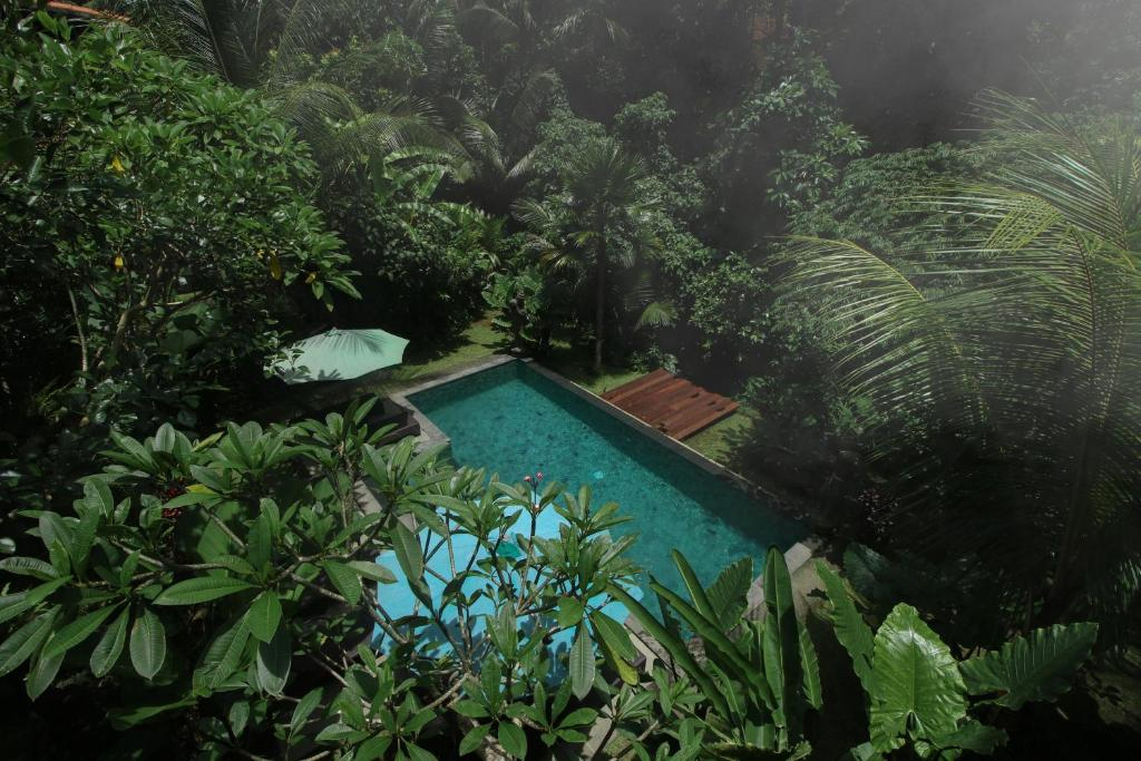 A view of the pool at Villa Ubud Sunshine or nearby