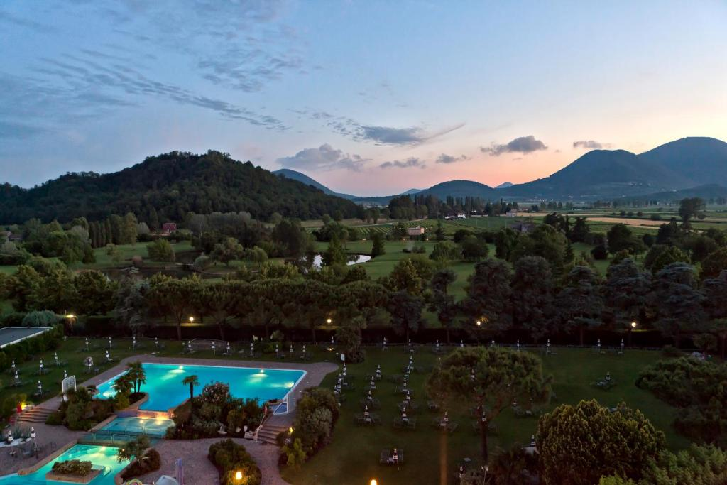 A view of the pool at Radisson Blu Majestic Hotel Galzignano or nearby