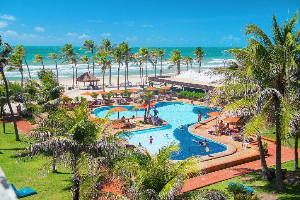 Uma vista da piscina em Beach Park Hotel - Oceani ou nos arredores